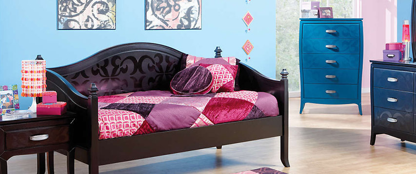 Difference Between a Futon and Daybed & Daybed vs. Futon: What\u0027s the Difference?
