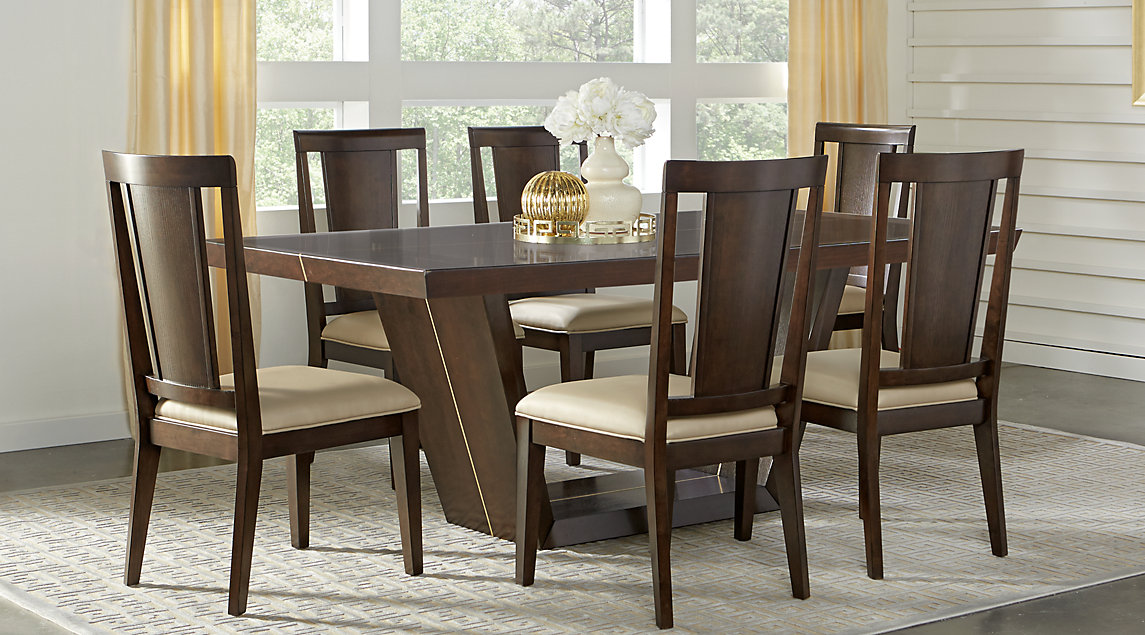 Picture of the Ambassador Place dining room set.