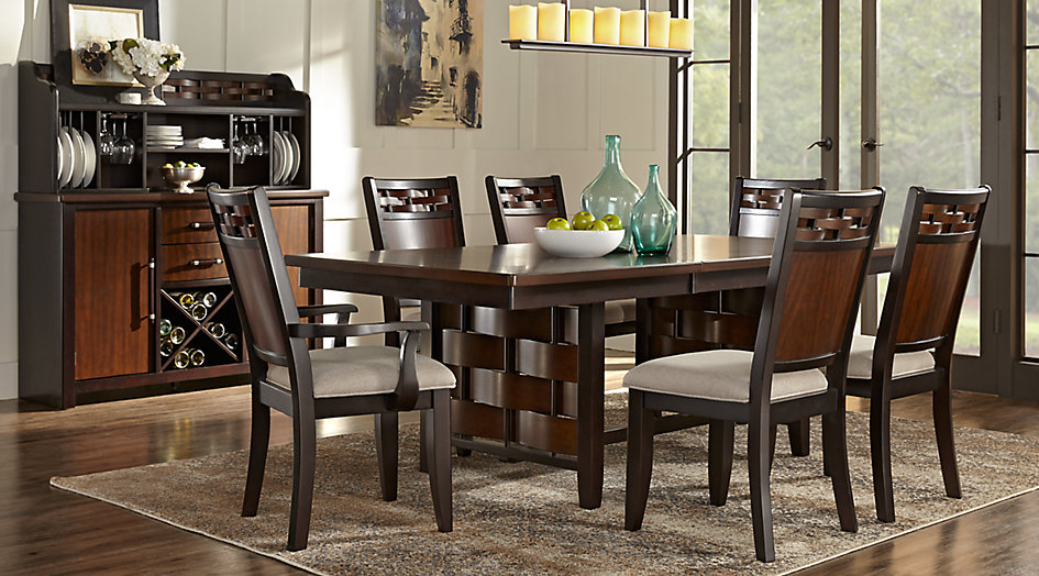 picture of the Bedford Heights dining room set