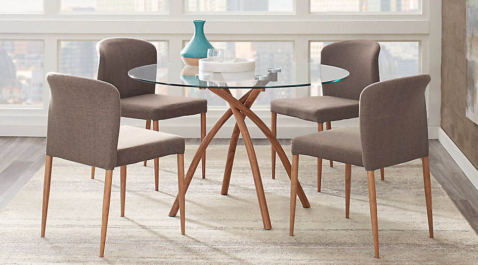 picture of the Sabre Springs dining room set