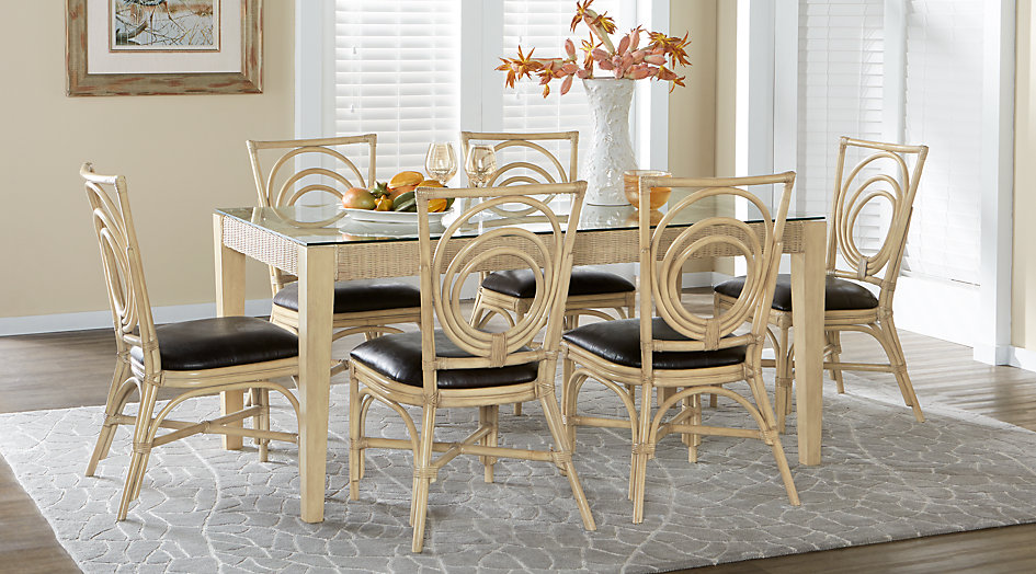 picture of the Seagrove Sand dining room set