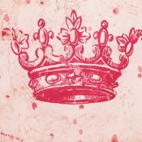 Picture of a pink princess crown wall art.